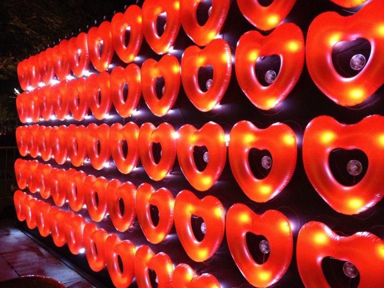 flotados de corazon con luz